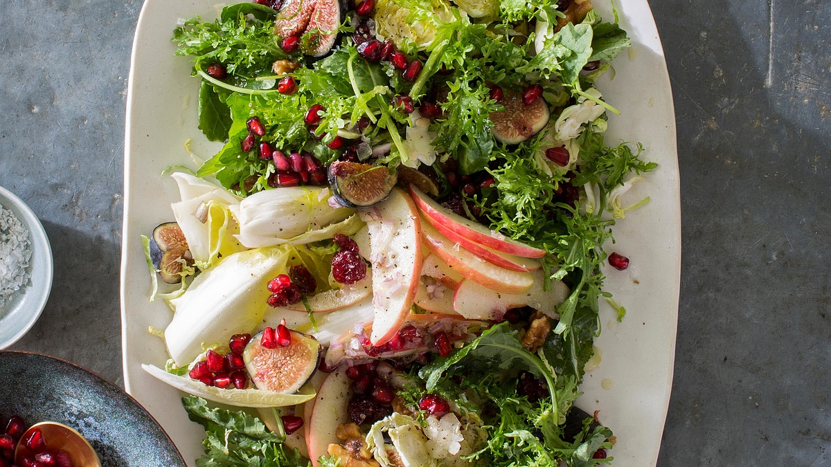 Apple, fig and brussels sprouts salad