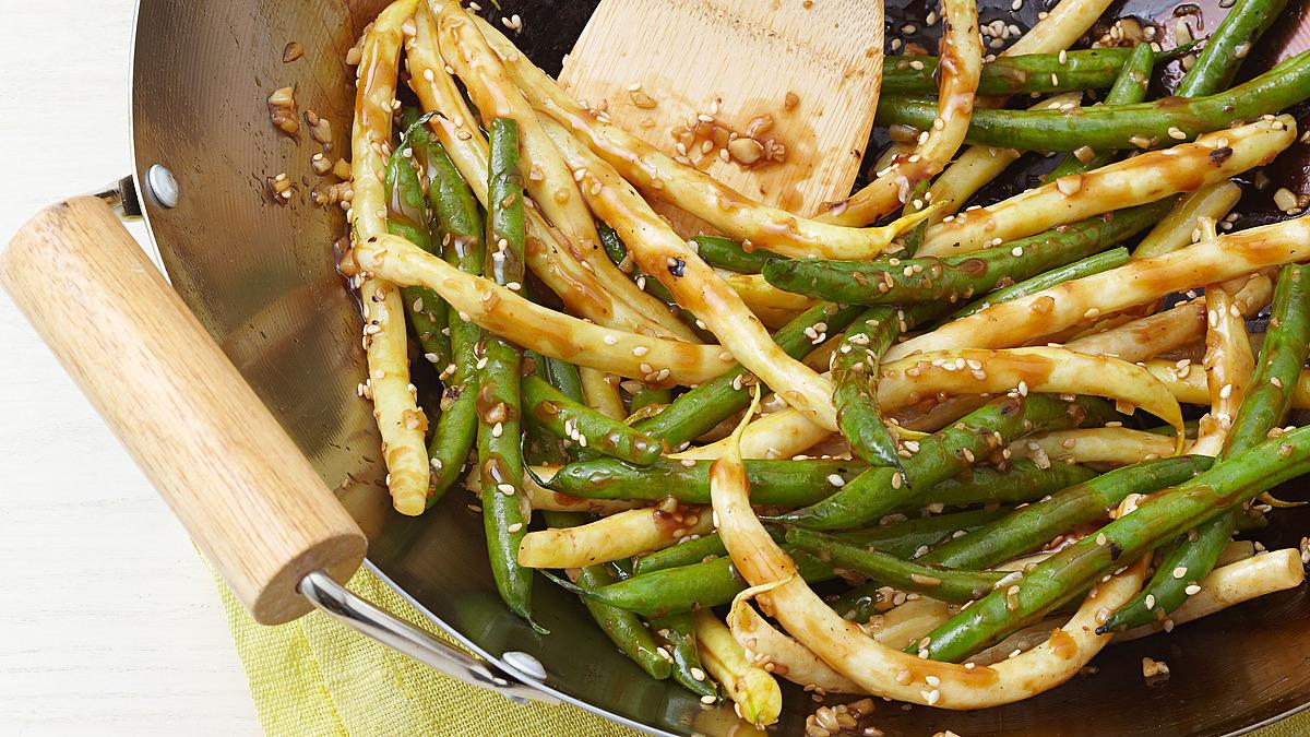 Spicy stir-fried string beans
