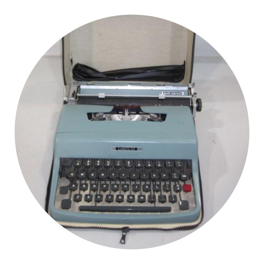 Olivetti-underwood Typewriter Lettera 32