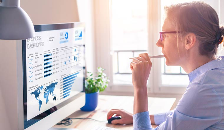 A picture of an agent looking at analytics on a screen