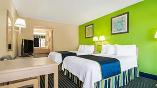Days Inn Richmond Hill two queen beds