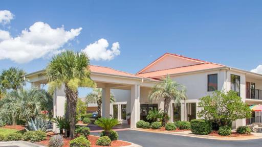 Days Inn & Suites Navarre Conference Center exterior