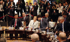Xi Jingping and other world leaders attend an APEC-ASEAN dialogue.