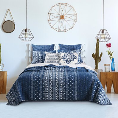 Microfiber Quilt and 1 Pillow Sham Set with Geometric Pattern, Blue