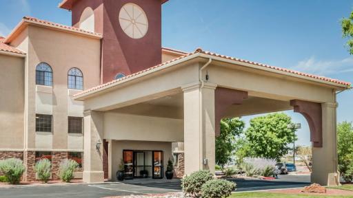Quality Inn & Suites Albuquerque exterior