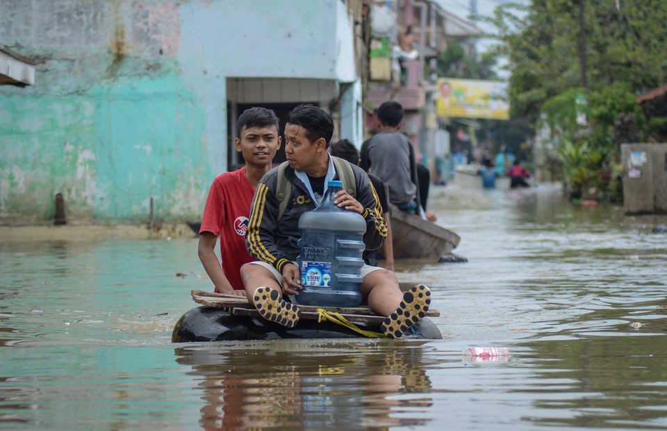 The rain season in the West Java region,�Yogyakarta, East Java, Bali, West Nusa Tenggara, East Nusa Tenggara, Sulawesi, Papua, and Kalimantan will begin shortly�in the early to mid-December. (Antara Photo/Raisan Al Farisi)