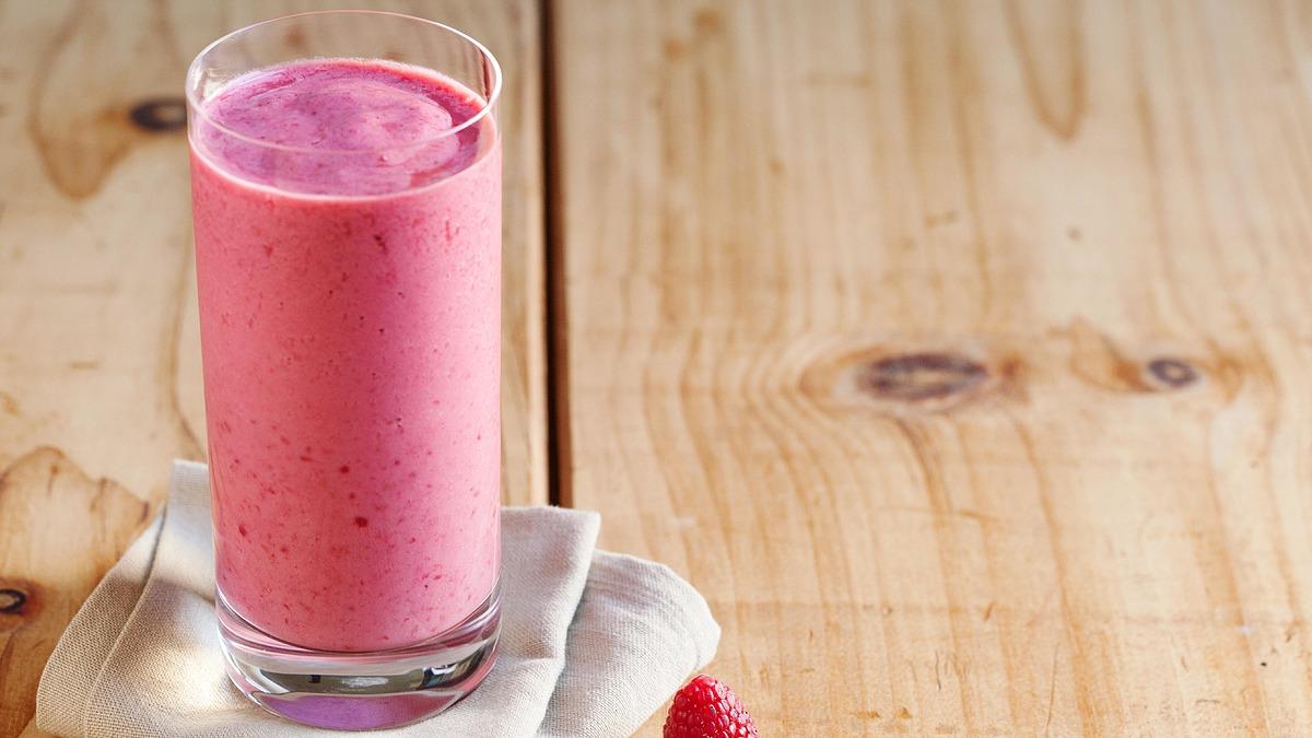 Yogurt and fruit smoothie