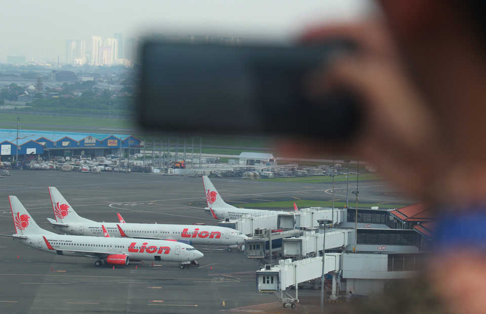 Indonesia's annual inflation rate slowed to 3 percent in November, thanks to declining costs of raw foods and�air transportation. (Antara Photo/Muhammad Iqbal)