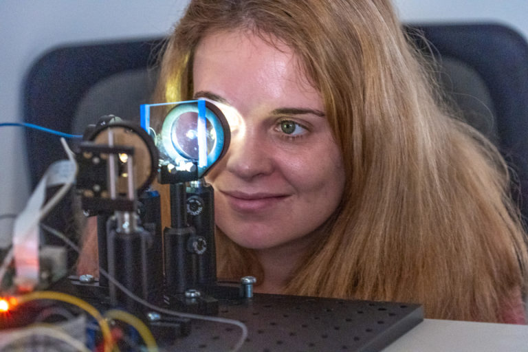 GIX student looks into retinal camera
