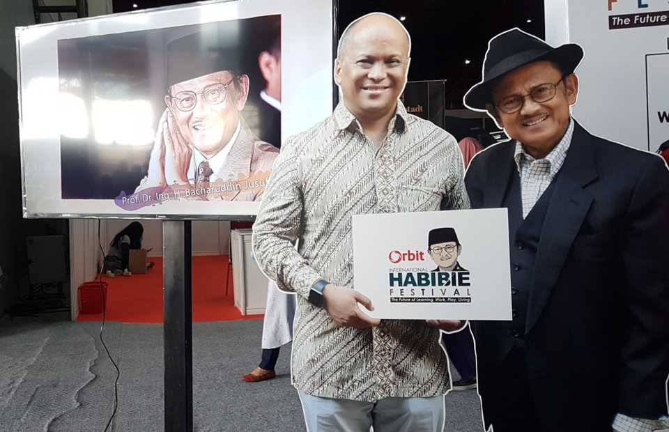 Indonesia's latest aviation and technological developments � areas of expertise in which former President Bacharuddin Jusuf Habibie excelled � were on display during the third annual International Habibie Festival at JIExpo Kemayoran in Jakarta on Oct. 17-19. (JG Photo/Nur Yasmin)