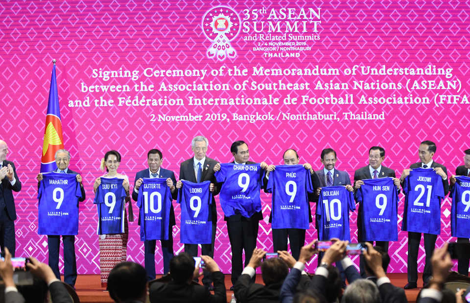 Asean leaders hold their blue jerseys during the signing of an MoU with FIFA in Bangkok on Saturday. (Photo courtesy of FIFA)