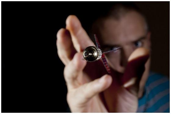 darts-2265723_1920 560x373.jpg