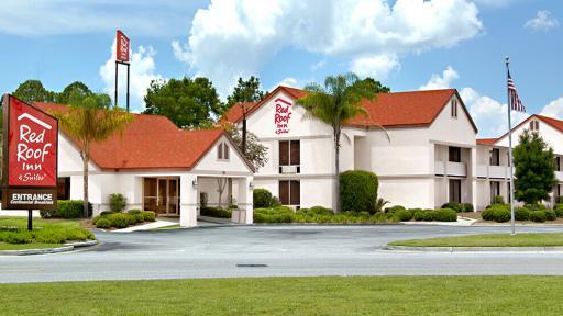 Red Roof Inn & Suites Brunswick Exterior