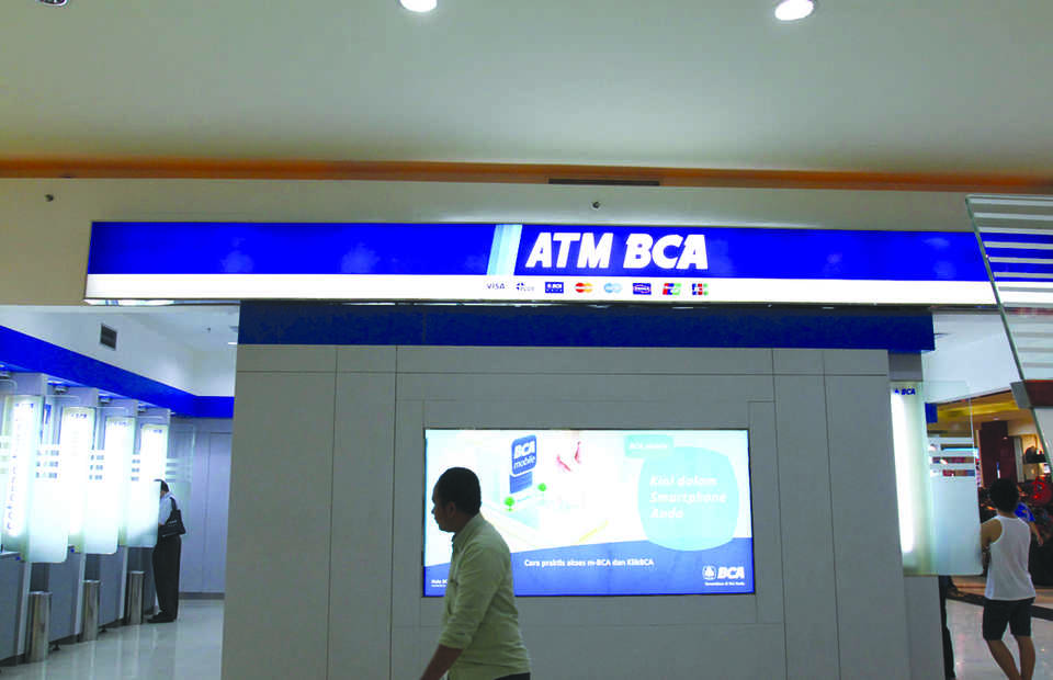 For BCA, the acquisition will help expand its lending business, which still lags behind state-owned rivals Bank Rakyat Indonesia and Bank Mandiri.�(ID Photo/David Gita Roza)
