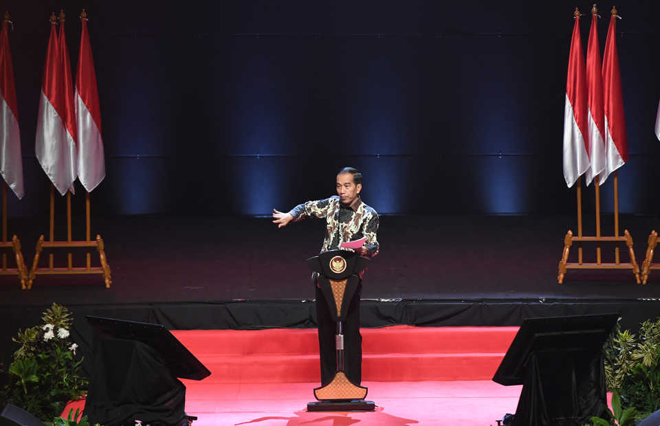 President Jokowi addresses hundreds of regional heads at a national coordination meeting in Bogor, West Java, on Wednesday. (Antara Photo/Akbar Nugroho Gumay)
