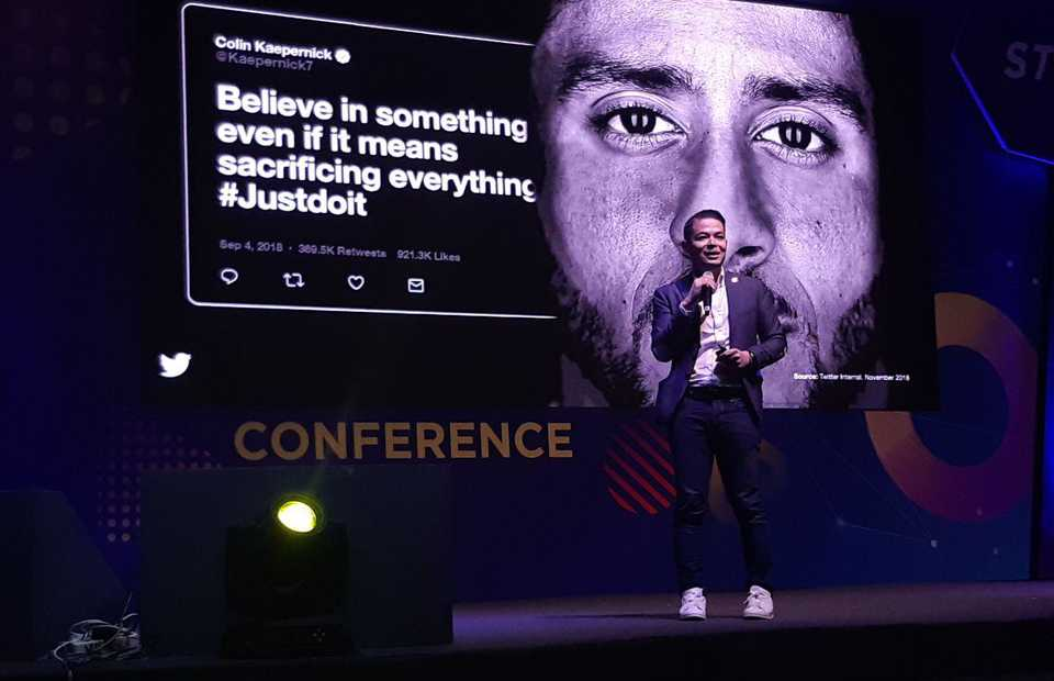Country Industry Head of Twitter Indonesia Dwi Adriansah spoke of the #JustDoIt campaign with Colin Kaepernick that went viral on Twitter. (JG Photo / Jayanty Nada Shofa)
