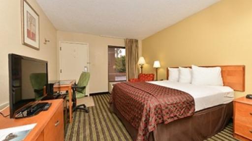 Quality Inn Valdosta King Bed