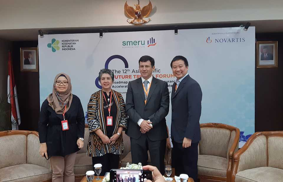 From second from left, Smeru Research Institute director Widjajanti Isdijoso, Novartis Indonesia president director Jorge Wagner and health expert Jeremy Lim from Singapore at the 12th Future Trends Forum in Jakarta on Thursday. (JG Photo/Diana Mariska)