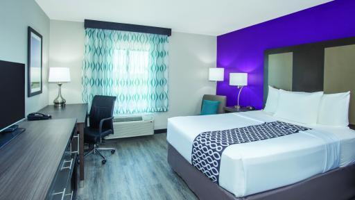 La Quinta Inn & Suites Effingham, IL - King bed