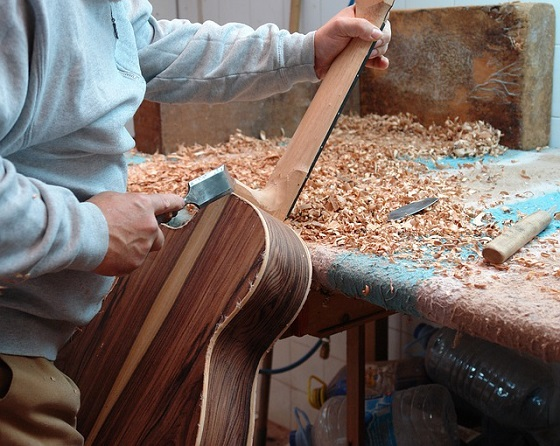 guitar-4250161_640 560x446.jpg