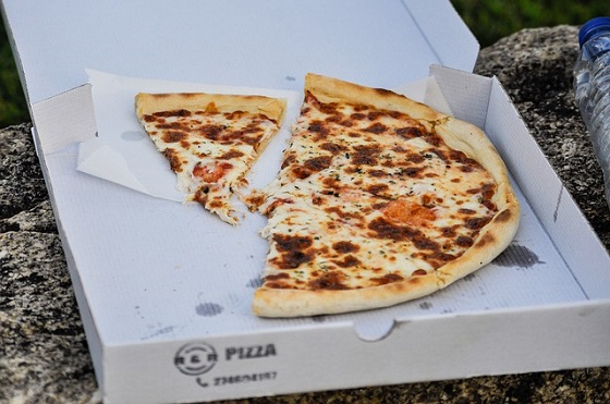 pizza-4457006_640 560x371.jpg