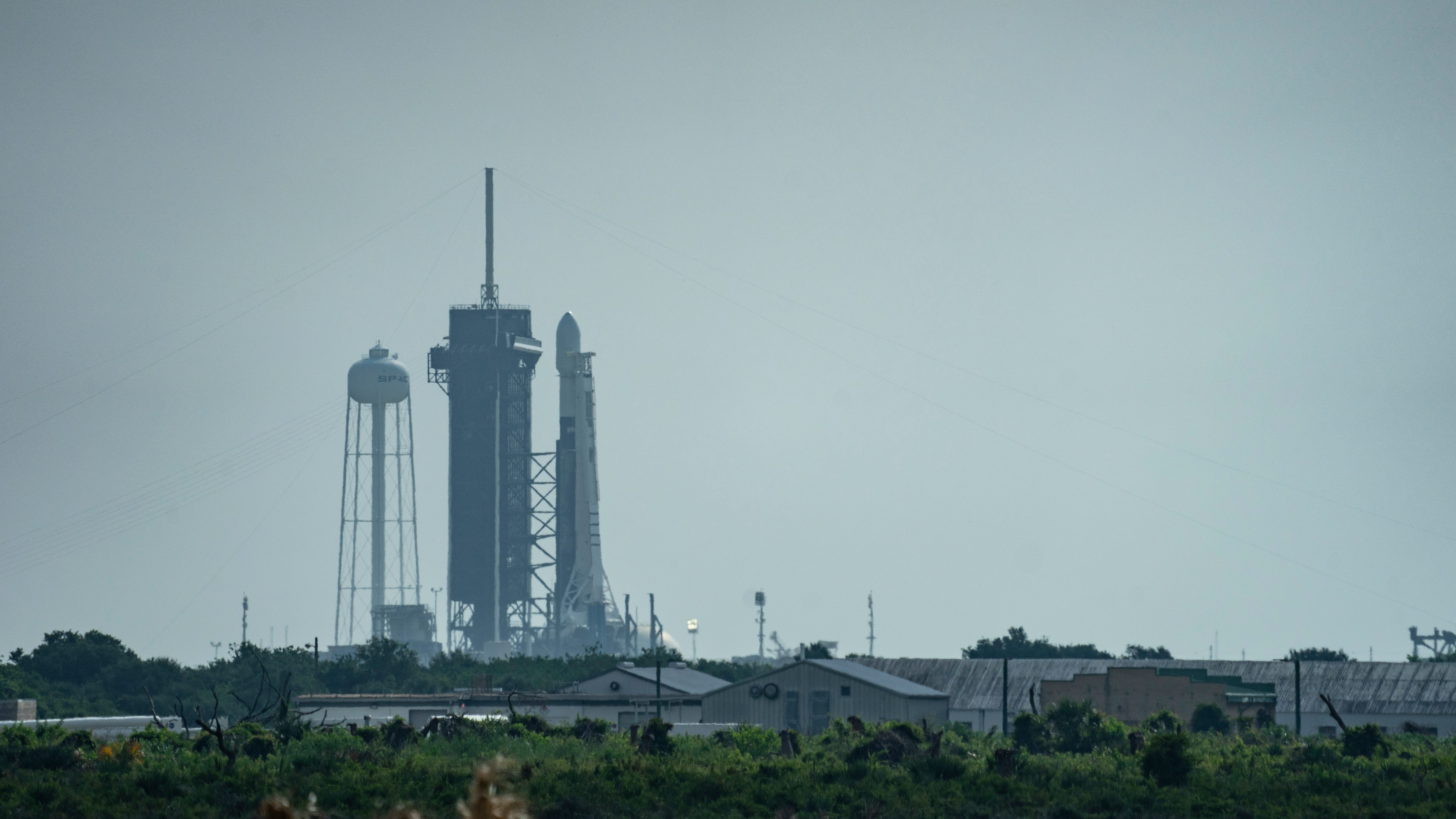A SpaceX Falcon 9 rocket stands on pad 39A at Kenn
