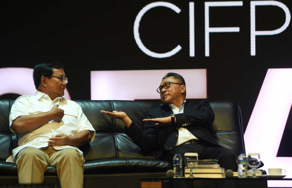 Defense Minister Prabowo Subianto, left, is scheduled to attend the fifth Conference on Indonesian Foreign Policy on Saturday. (Antara Photo/Sigid Kurniawan)