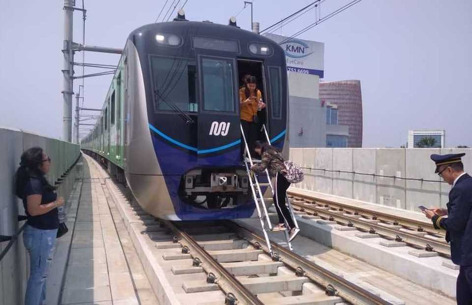The Jakarta MRT recorded almost 100 percent timeliness�during the period, except for a force majeure during the city's massive blackout in August. (B1 Photo/Lenny Tristia Tambun )