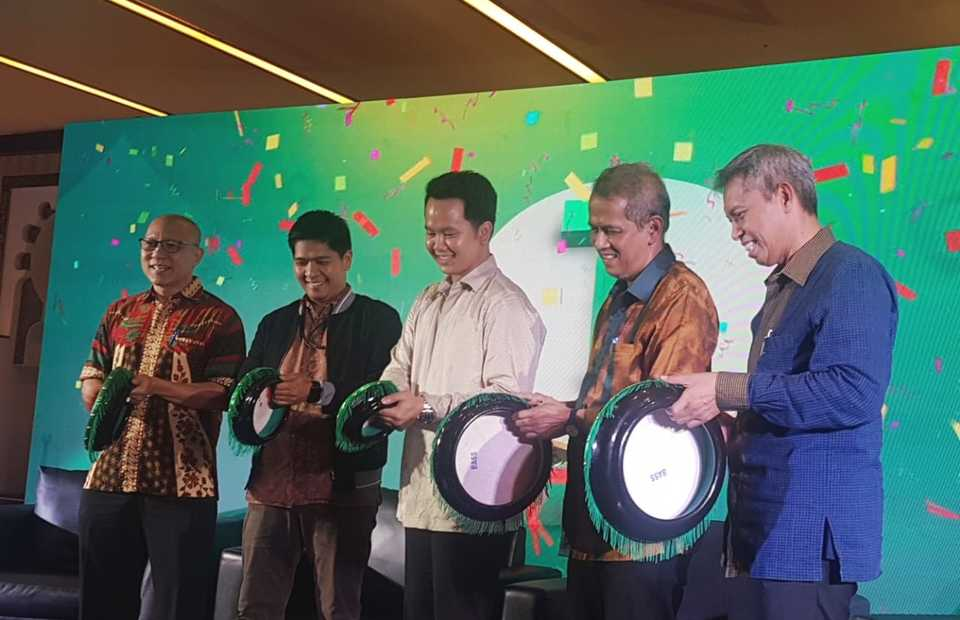 Garri Juanda, center, the head of Tokopedia Salam, at the press conference for Tokopedia Umrah in Jakarta on Wednesday. (JG Photo/Nur Yasmin)