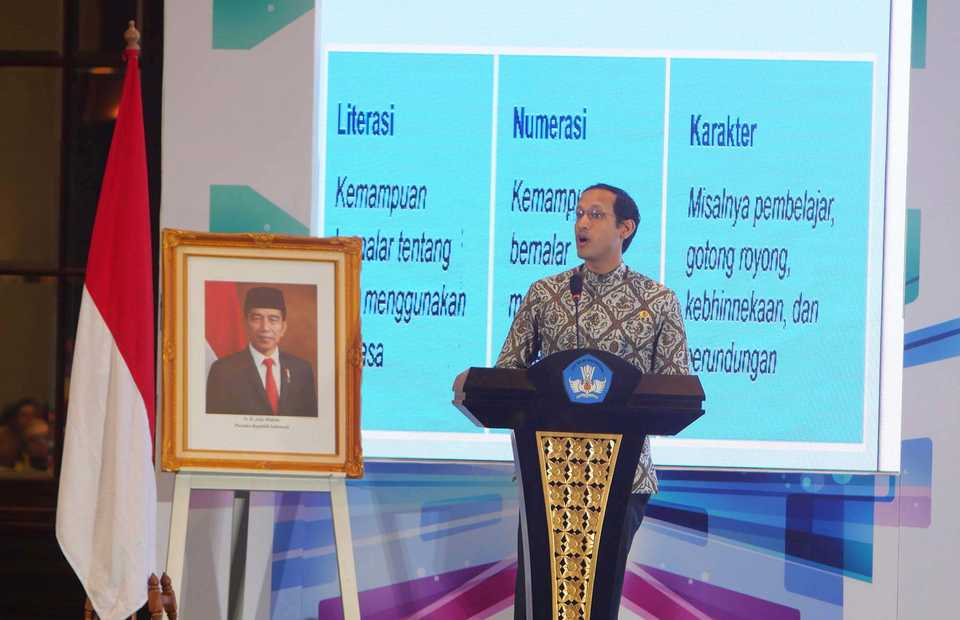 Education and Culture Minister Nadiem Anwar Makarim delivers a speech in Jakarta on Wednesday. (B1 Photo/David Gita Roza)