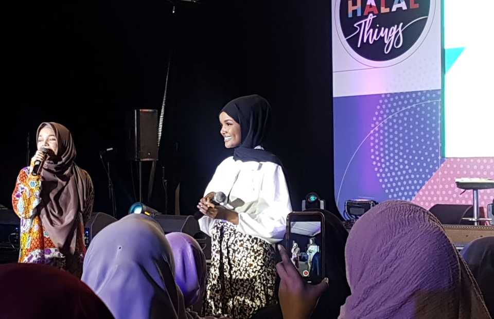 American Muslim supermodel Halima Aden speaks at the Jakarta Halal Things festival at Senayan City, Jakarta, on Saturday. (JG Photo/Nur Yasmin)