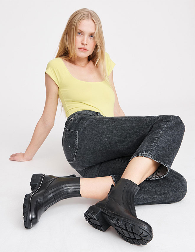 The Shawn Chelsea Boot in Black.