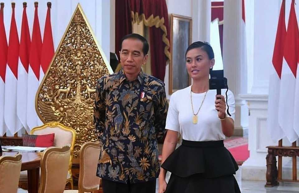 Singer Agnez Mo becomes a guest of President Joko Widodo at the State Palace on Jan. 11, 2019. (Photo courtesy of Presidential Press Bureau)