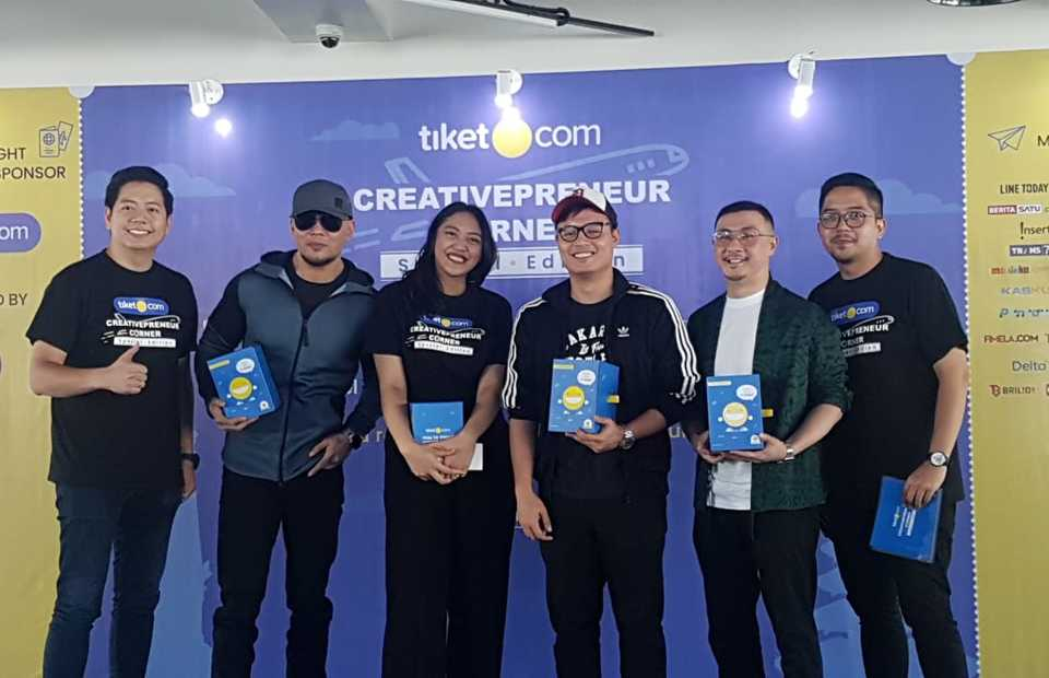 Creativepreneur Corner's lineup of speakers, from left, Gaery Undarsa, Deddy Corbuzier, Putri Tanjung, Pangeran Siahaan and Axton Salim at a press conference in Jakarta on Thursday. (JG Photo/Nur Yasmin)