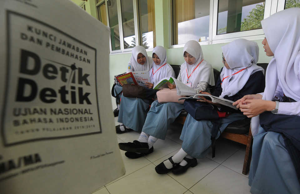 Extremist teachings still find their way into state-school textbooks curated by the Education and Culture Ministry. (Antara Photo/Aloysius Jarot Nugroho)