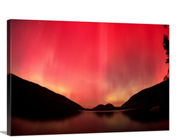 Aurora borealis over Jordan Pond in late October