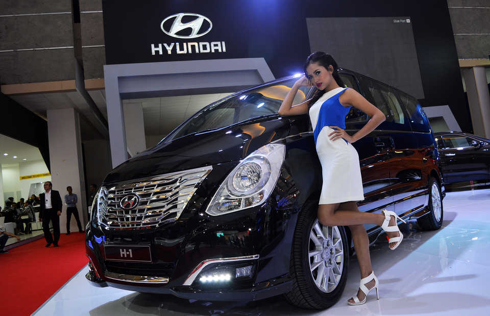 Hyundai announced a $1.55 billion investment in an electric vehicle plant in Indonesia when�President Joko 'Jokowi' Widodo�visited the company's�factory in Ulsan, South Korea, on�Tuesday.�(B1 Photo/Danung Arifin)