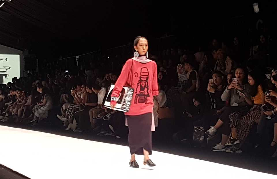 Fila, a model with disabilities, runs the catwalk in Intoart x John Smedley. (JG Photo/Nur Yasmin)