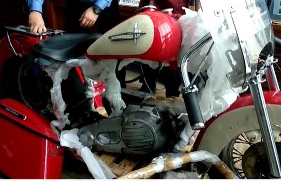 The disassembled parts of a smuggled Harley Davidson Shovelhead are shown by customs officials in Jakarta on Thursday. (B1 TV Photo)
