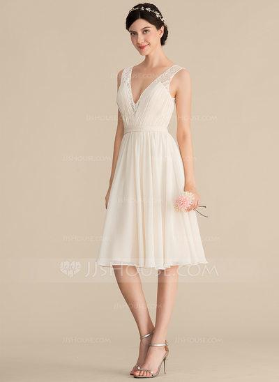A-Line/Princess V-neck Knee-Length Chiffon Lace Bridesmaid D...