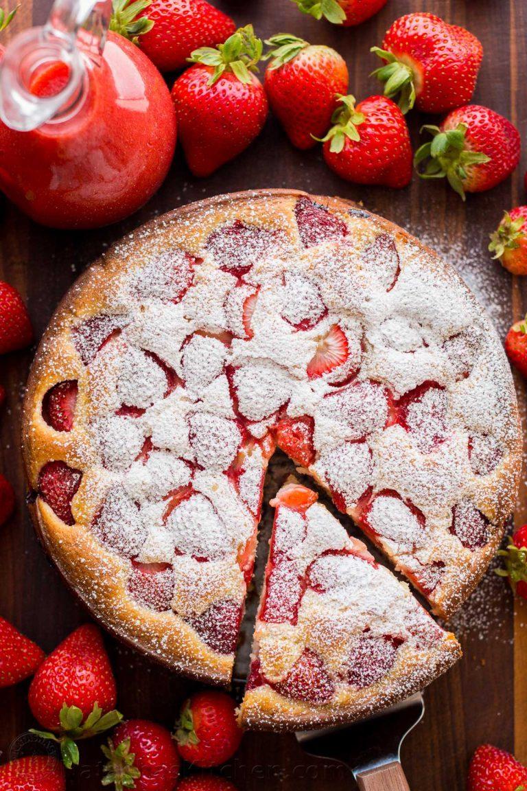 Easy-Strawberry-Cake-2-768x1152
