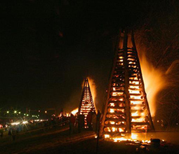 Christmas Traditions – Bonfires on the Levee