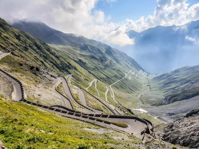 Five iconic road cycling climbs in Italy