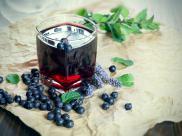 Na poprawę sprawności umysłowej. Na co jeszcze pomaga sok z jagód?