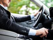 Dlaczego kierowcy drogich aut lubi? ?ama? przepisy drogowe?