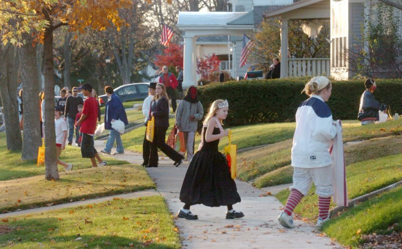 MET-102517-trick-or-treat-STREET_01-800x497.jpeg